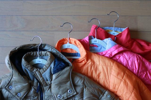 「あ!去年の服がもう着られない!!」を防ぐ! マステ+ハンガーで子どものアウターのサイズをわかりやすく