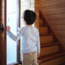 小さなお子さんのいるお家にすすめたい LED電球の選び方