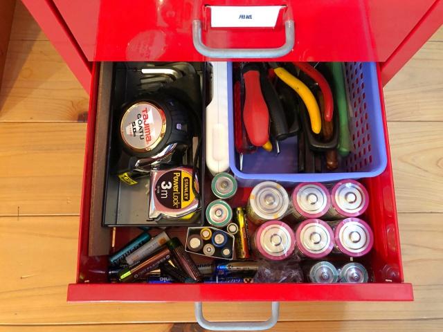 """引き出しに使えない電池がごっそり! """"家族がやってくれない""""を変えた「片づく仕組み」"""