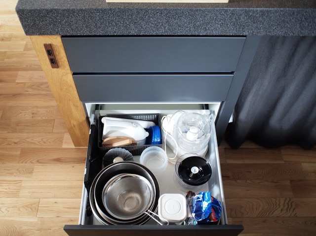 スタメンのキッチンツールや食器は特等席に!ワークトライアングルを活かすキッチン収納