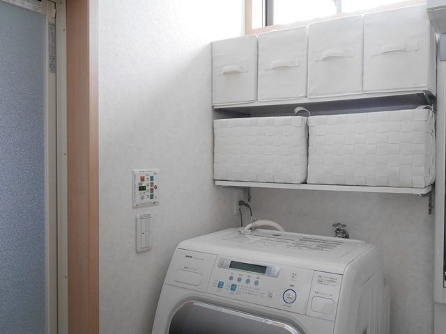 モノが多くてもあきらめない! 洗面所を使いやすくスッキリ見せる収納の工夫とは?