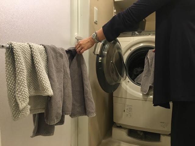 洗濯物が片づく! 家事シェアストレスも解消?! タオルやふきんをたたまず、しまわない仕組み