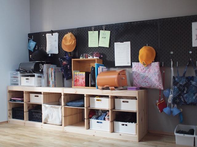 大量の通園グッズは「IKEA」ペグボードでコンパクトに収納! ポイントはフックの形です