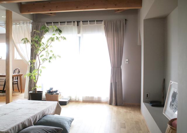インテリアの雰囲気を手軽にチェンジ! 面倒くさいカーテンの掛け替えを楽にするコツ