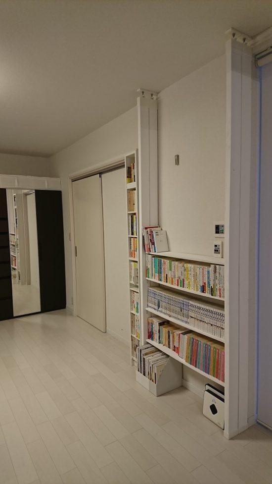 コンセントも照明スイッチもそのまま活かせてムダなスペースなし!圧迫感なし!本棚をラブリコでDIY