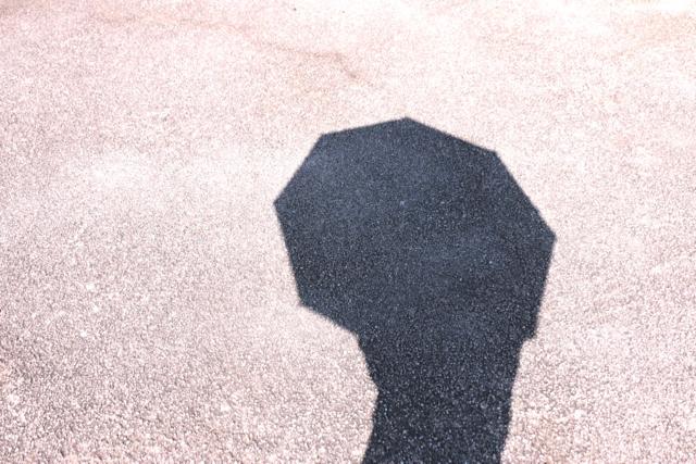 そろそろ本気で日焼け対策! 紫外線100%カット日傘の実力とは?