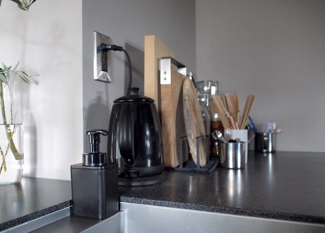 キッチンは黒いアイテムで揃えたい!シンク周りに必須な3つのアイテムを一挙紹介