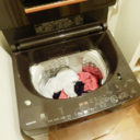 """「洗濯物のシワを伸ばすのがめんどくさい!」は干す前の""""ひと手間""""で自然にラクに解決!"""