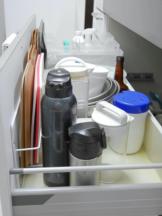 水筒の収納と乾燥の悩みは「使用頻度で分ける」・「100均の珪藻土スティック」で解決!