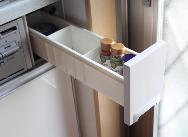 コンロ横の引き出しは使いません! 一歩も動かずとり出せる調味料収納のベスポジとは?