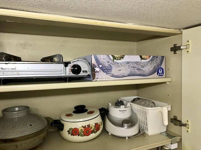 """キッチン収納の最難関、吊り戸棚は""""取り出しやすさ""""と""""使用頻度""""を考えて使いこなす"""