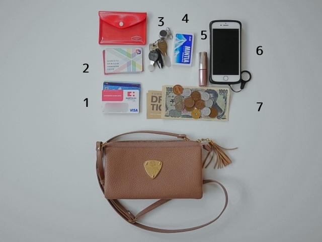 コンパクトな「お財布ポシェット」を取り入れて、モノの持ち方をシンプルに