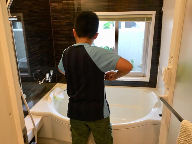 洗剤なしでお風呂掃除ができる「バスボンくん」の思いがけないメリットとは