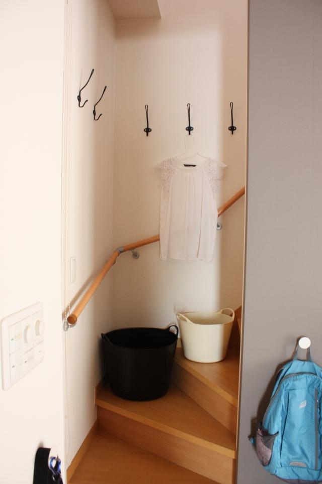 """壁掛けフックをどこにつける? 迷ったら""""◯◯な場所""""3つがおすすめです"""