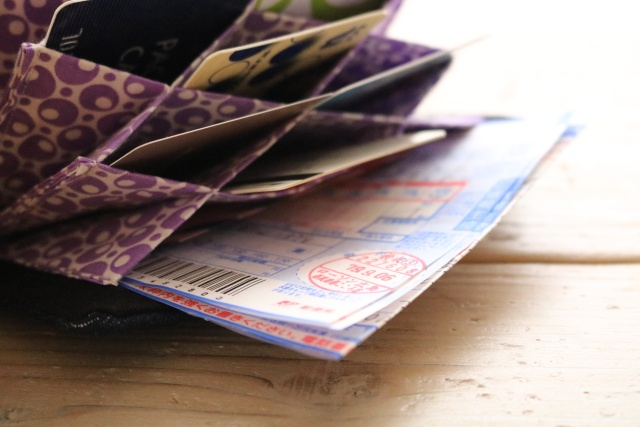 使いやすさに衝撃!1枚1枚探す手間と時間が省ける蛇腹式カードケースとは?