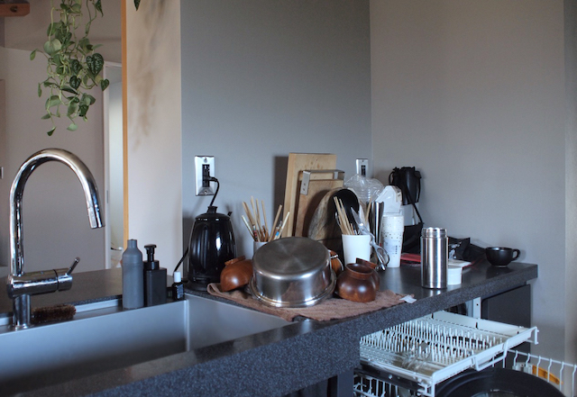 オープンキッチンをすっきり保つには? 日々の片づけを楽にするためにできる3つのこと