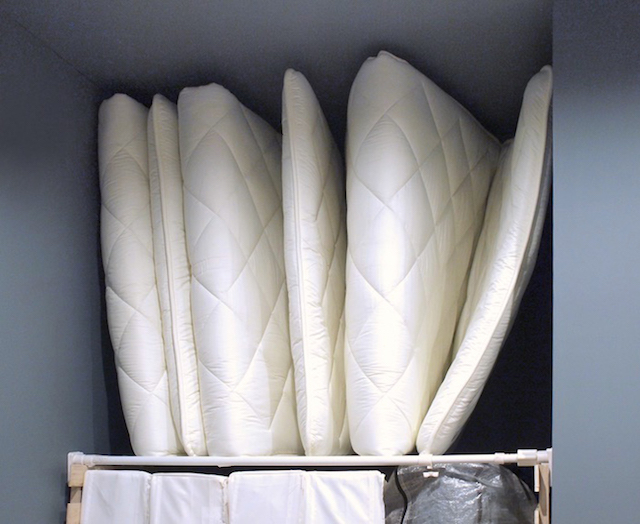 出番が年に3、4回のお客様用布団は、IKEA・無印良品・ニトリで出し入れラクラク収納