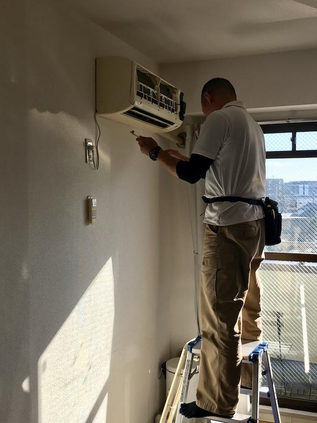 【実録】賃貸物件備え付けのエアコン清掃を依頼してみました。賃貸ならではのポイントは?