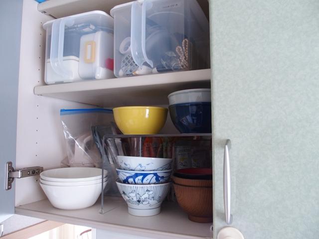 「賃貸のキッチン吊り戸棚」に穴を開けずに地震対策する方法
