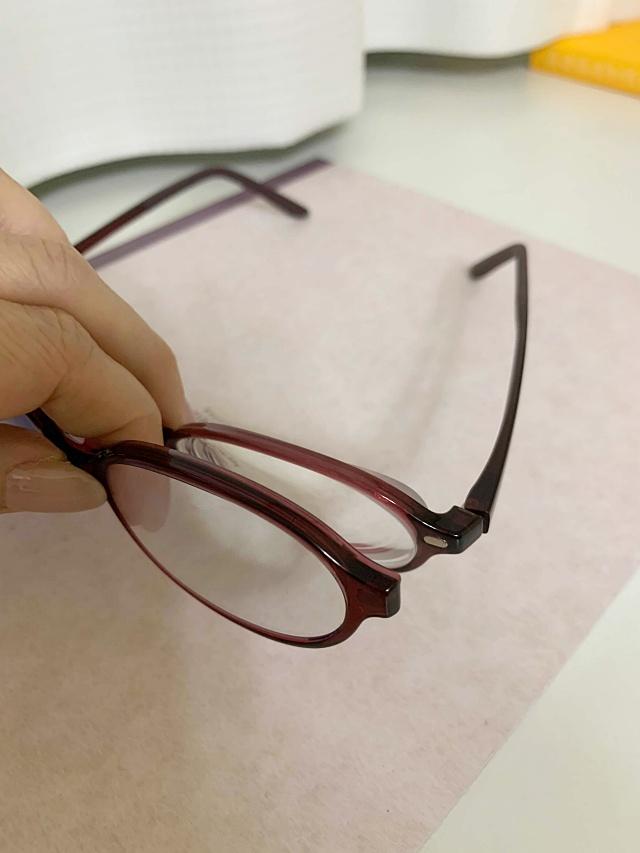 """置き忘れ対策が重要! 失敗しない老眼鏡選びは""""使っていないときの持ち方""""から考える"""
