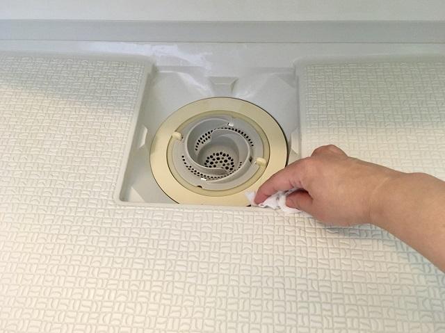 ヌルヌルしてさわりたくない排水口の掃除は、「ついでそうじ」でスッキリ解決!