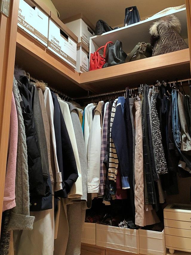 """衣類の出し入れがしにくいクローゼットの悩みは、""""動線の見直し""""で解決!"""