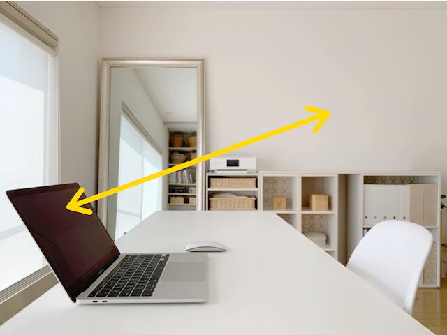 オンライン会議も快適! IKEAのコの字ラックをノートパソコンスタンドに