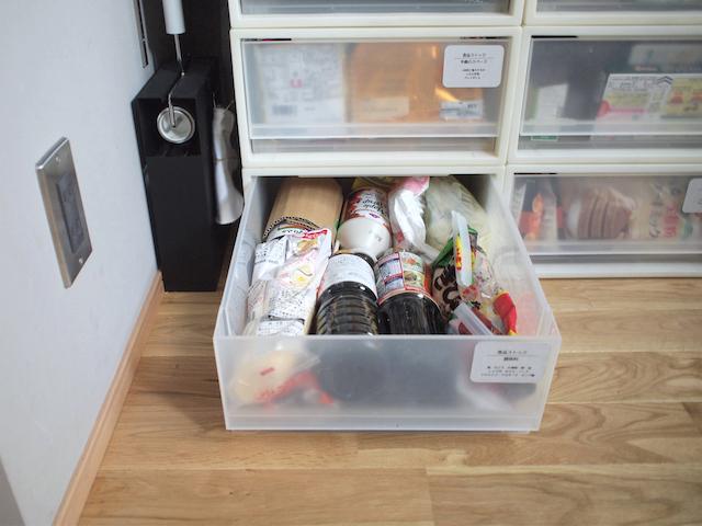 「無印良品」の引き出しは食品ストックにも使える!レトルトやインスタントラーメン収納にジャストサイズ