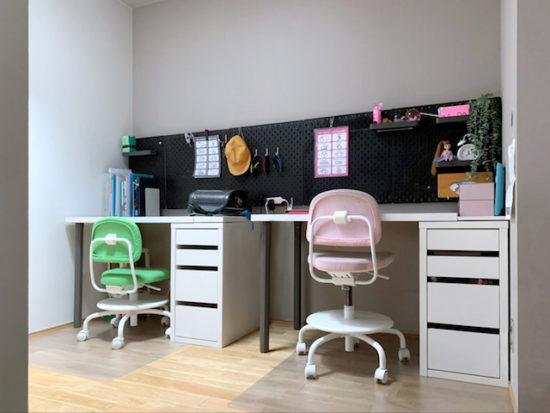 """予算1人1万円!IKEAの""""テーブルトップ+脚""""で子ども2人分の学習机を用意する"""