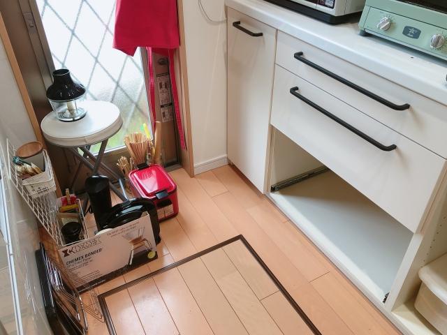 【3M】ダイノックフィルムと【IKEA】アイアン風取っ手で、食器棚を今の気分にリメイク!