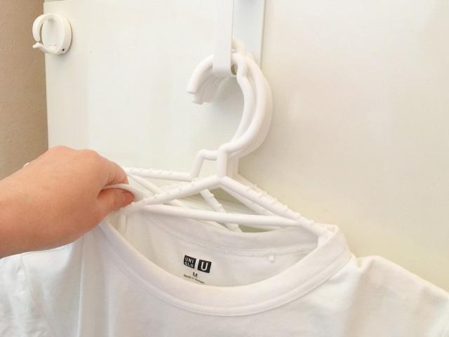 セリアの「マグネット付D型フック」で、毎日の洗濯をよりスムーズに!便利な3つの使い方