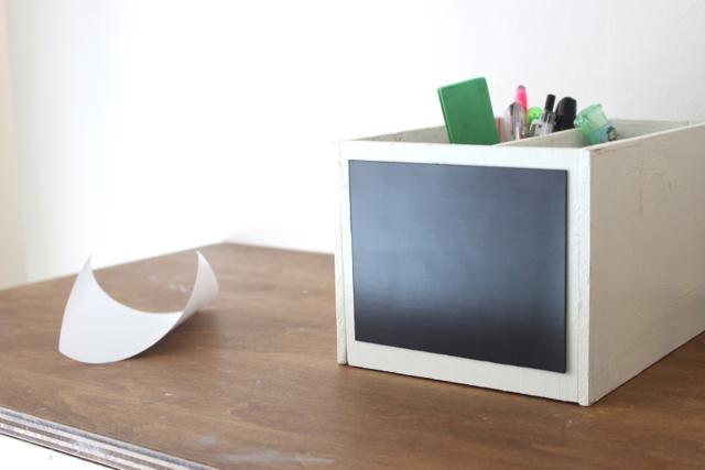 ペタッと簡単!デットスペースを有効活用できる、マグネットを使った側面収納