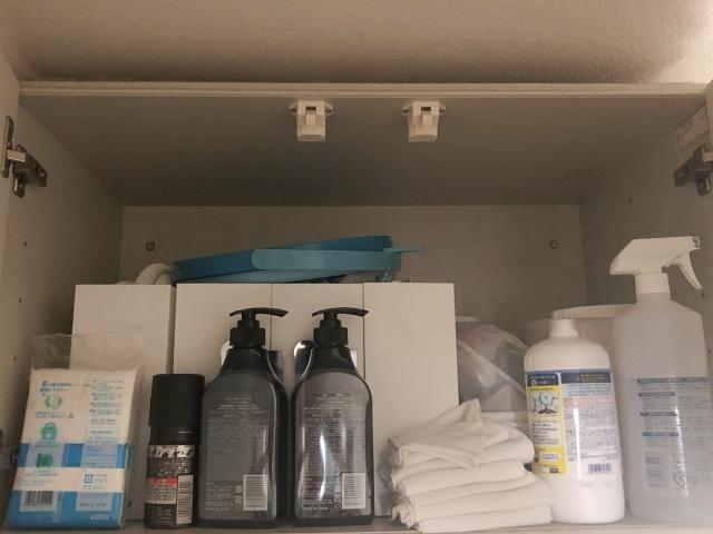製作費0円の収納グッズ! 使いづらい洗面台吊り戸棚の出し入れを楽にする