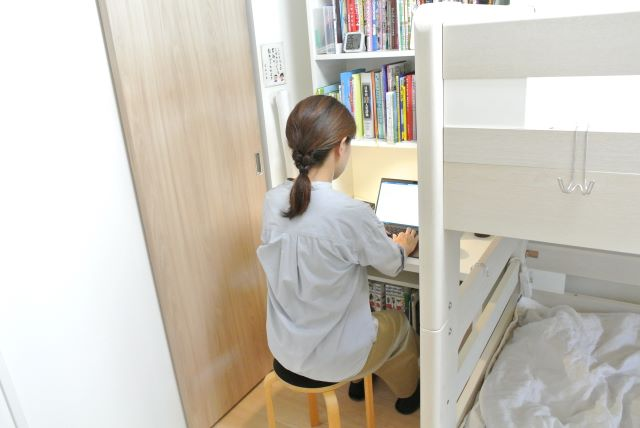【5畳の子ども部屋づくり・後編】IKEA「ビリー」と「ニトリ」のコンソールで、収納たっぷりのコンパクトな学習スペースを実現!