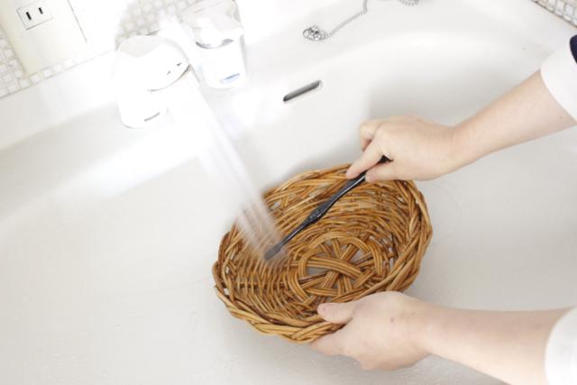 実は洗える籐のカゴ。まるっと水洗いでスッキリ、細かいほこりもさようなら!