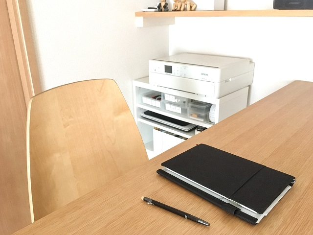 ワークスペースが足りない!あえて増やした大きな家具と作業を快適にするための工夫
