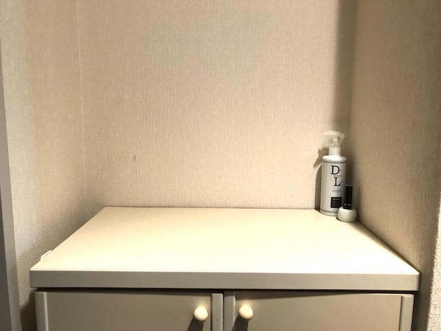 デッドスペースをステージに!狭小賃貸のインテリア雑貨ディスプレイアイデア