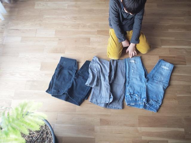 お下がりの子ども服をフル活用!数年後にも着られる服を確実に選ぶための3つの質問