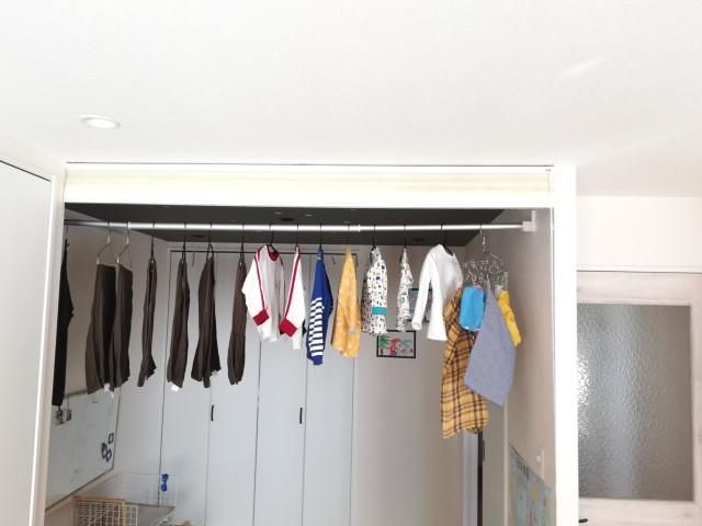 5000円以下でこの満足感! 室内洗濯物干し「森田アルミ工業」の「クルリ」は電動工具・下地いらず