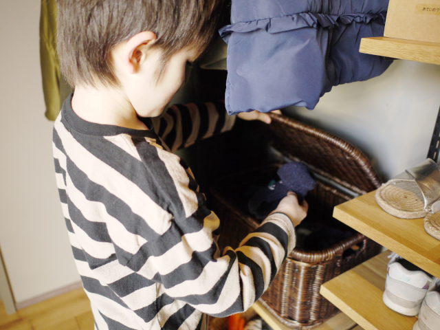オープンタイプのシュークローゼットは、季節の衣替えをするとより使いやすくなる