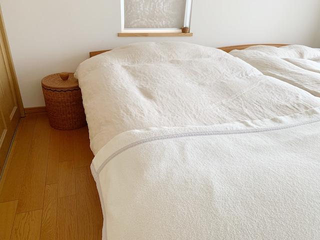 毛布の位置はどこ? 毛布と羽毛ふとんを重ねる順番、いちばん暖かい使い方