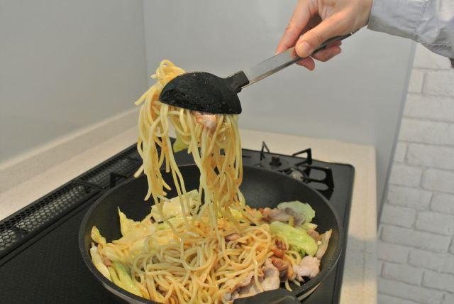 【片づけのプロのもの選び】便利すぎるトング6本!料理がラクになるおすすめトングと収納法