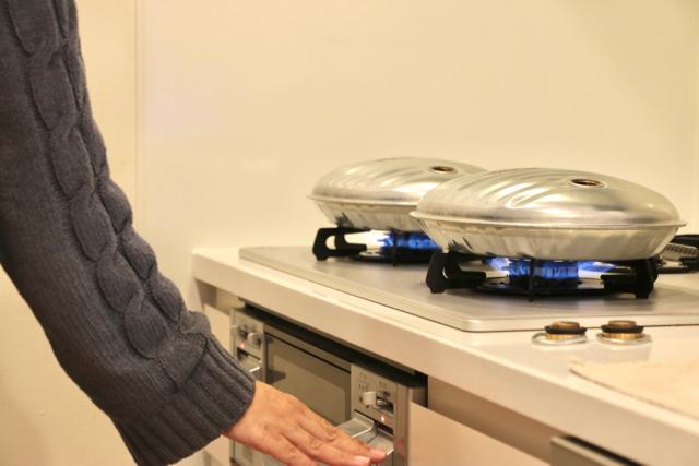 人気再燃の湯たんぽは直火OKで予想外の簡単さ! 実際の使用感&メリットは?