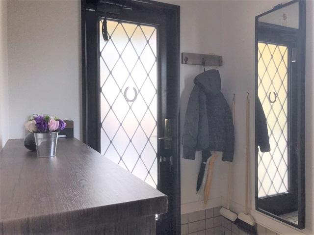"""狭い玄関でも""""掃除がラクで見た目すっきり""""を叶える!ポイントは""""物の見直し""""でした"""
