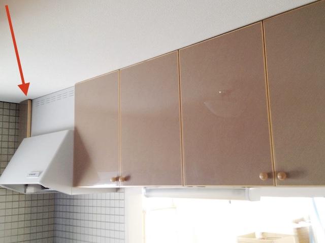 扉を外したら便利になった! 使いにくい幅の狭い吊り戸棚にラップ類を簡単収納