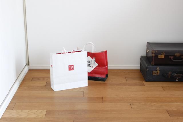 手入れがめんどうな大きなゴミ箱は、簡単に捨てられる気軽な紙袋にチェンジして快適に!