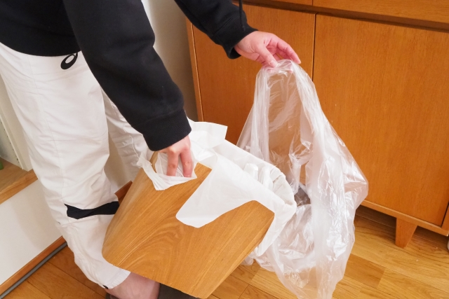 レジ袋は買う?買わない? レジ袋有料化からごみ袋の持ち方や買い物のしかたはどう変わった?