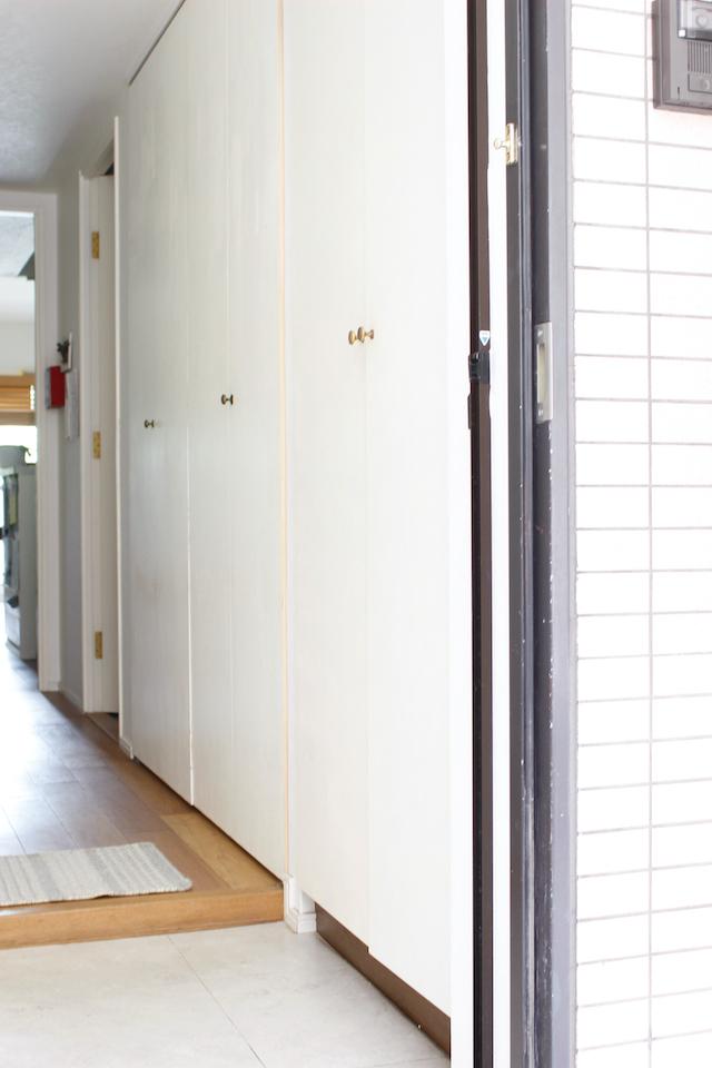 「収納力アップ」と「取り出しやすさ」の両方を叶える方法は、扉の裏側にあった!