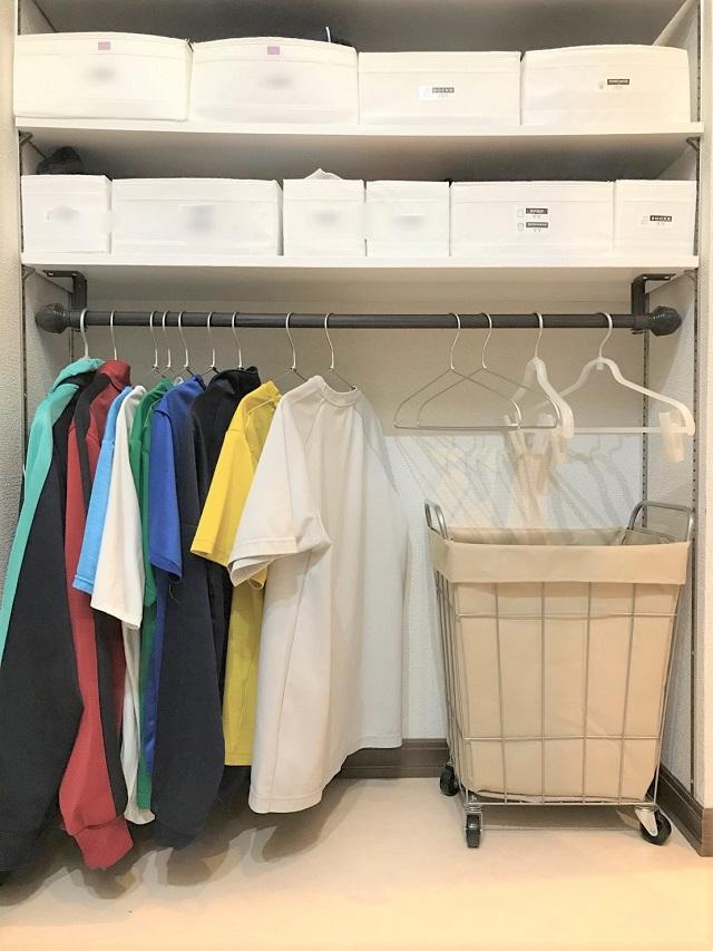 「干す」と「収納」兼用で手間もスペースも節約! 5人家族、室内干し派の洗濯グッズ