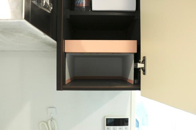 乾麺のストックはどこにしまう? 空箱でつくるスライド式の棚でデッドスペースが収納空間に